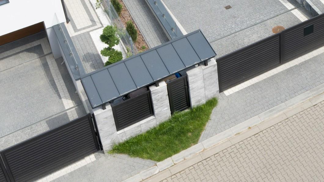 Ogrodzenie - Wiata śmietnikowa - ujęcie z góry